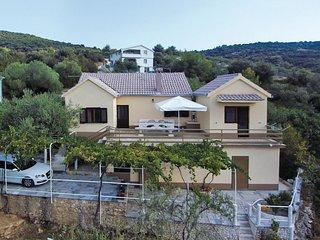 2 bedroom Villa in Vinisce, Splitsko-Dalmatinska Zupanija, Croatia : ref 5543895