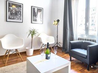 Superb 4 bedroom Apartment in Barcelona (F8007)