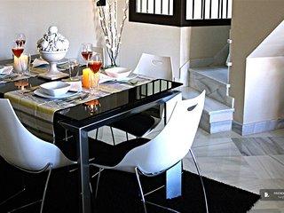 Lovely 4 bedroom Apartment in Seville  (FC5050)