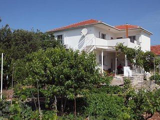 One bedroom apartment Vinisce (Trogir) (A-11029-c)