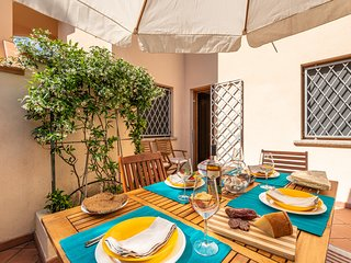 CASA MARZELLINU 2: apartment in villa 150 meters from the sea
