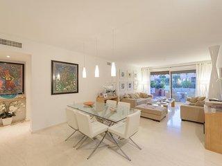 FABULOUS Ground floor apartment at Cartuja del Golf
