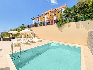 Ponti Villa Sleeps 6 with Pool Air Con and WiFi - 5334438
