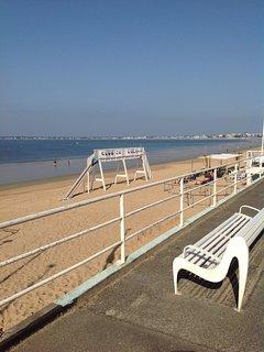 A PPARTEMENT DES PINS a 150 m de la plage.