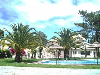 Exclusive house style with swimming pool and close to the beach