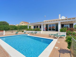 3 bedroom Villa with Air Con, WiFi and Walk to Beach & Shops - 5334726