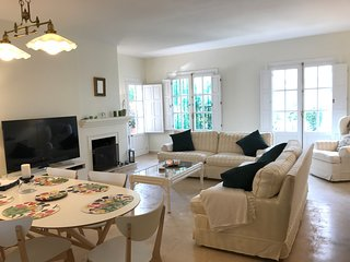 El Presidente, Large 3 Bed Corner apartment with Private Garden