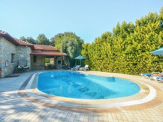 Bitez Villa Sleeps 4 with Pool Air Con and WiFi - 5334502
