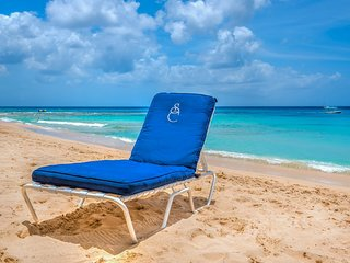 'NEW'  Smugglers Cove #3 - Luxury 3 bedroom Beachfront unit on Paynes Bay