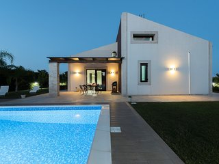 Villa with pool nearby Pozzallo