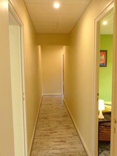 couloir menant aux 3 chambres, la salle de bain et au w.c indépendant