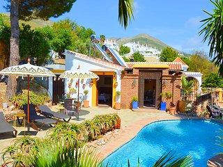 Casa Rural con vistas, piscina y jacuzzi. Ideal para grupos y familias