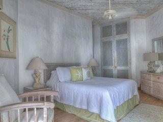 Waverly One - Elegant Beachfront Villa