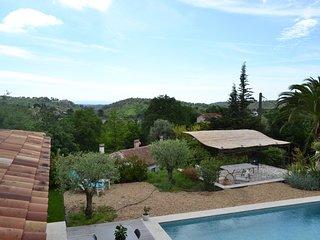 Villa Néo-provençale avec une magnifique vue mer