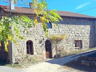 Gite du Vergier - la bergerie du Chateau a Desaignes en Ardeche
