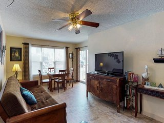 NEW LISTING! Oceanfront condo w/shared pool, hot tub, near beach & Schlitterbahn