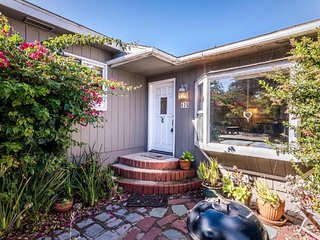 Dog-friendly home w/mountain views, quiet location next to Morro Bay State Park!