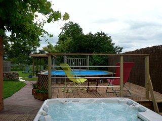 Vacances au naturel dans maison avec piscine et jacuzzi
