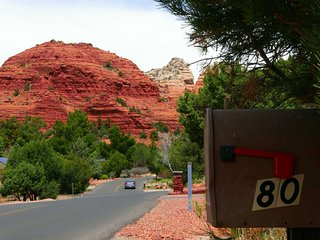 Hike Haven: 4-Minute Walk to Trailhead - 30 day stay