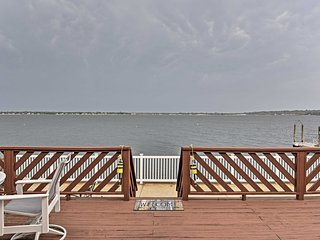 Home w/2 Kayaks, Deck & Views on Narragansett Bay!
