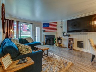 Charming relaxing retreat with a shared sauna, community hot tub, and more!