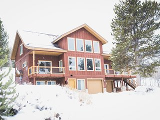 NEW! House w/Mtn Views Mins from Granby Ranch!