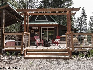Romantic retreat for 2, Hot Tub, WiFi, Fido OK, wood stove & more