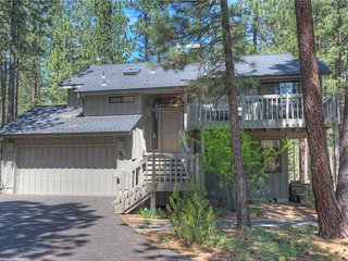 Lovely 2 story home in great location! Free SHARC Passes