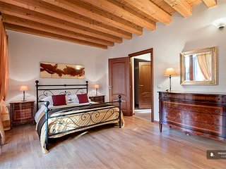 Sparkling 2 bedroom House in Venezia