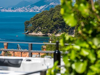 Amazing sea-view 6 & Jacuzzi in the heart of Cavtat