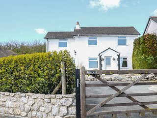 BRYN UCHAF, dog friendly, sea views, in Benllech