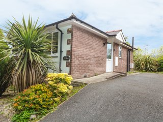 TAI SHAN, modern bungalow, two dogs welcome, in Porthmadog