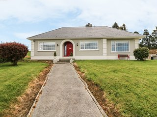 FARRANFORE, spacious, panoramic views, patio with BBQ.,