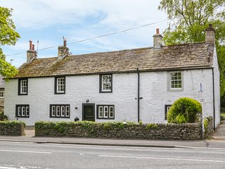 LOWLANDS, luxury cottage, en-suites, Gargrave 2.5 miles