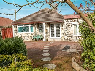 MOUNTAIN ASH, all ground floor, WiFi, Kinmel Bay 1 mile, Ref 956257