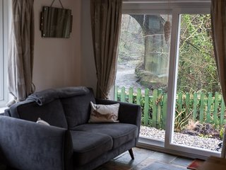 Babbling Brook Cottage - beautiful cottage close to city, sea and mountains