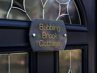 Babbling Brook Cottage Private Holiday Home in Convenient Location