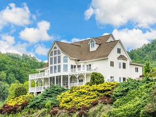 King Lodge 8BR/7.5BA 10-Acre Manor w/ Blue Ridge Views & Hot Tub