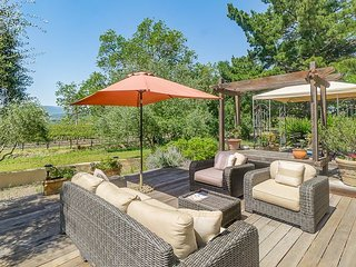 Charming 3BR on Napa Silverado Trail Surrounded by Award-Winning Vineyards