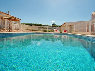CHARMING VILLA WITH PRIVATE POOL, BBQ AND FREE Wi-Fi...