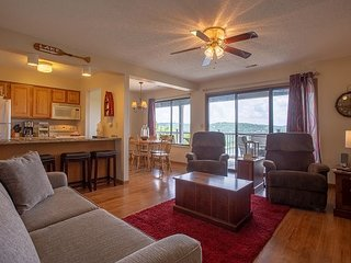 Lakeview Oasis - 2 bedroom, 2 bath condo with views of Table Rock Lake