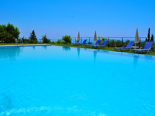 Studios and Apartments with pool in Pelekas Beach adonis