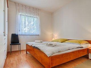 Apartman Lili   ( Wohnung mit Garten )