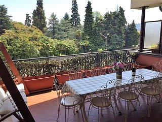 Patrizia spacious apartment  short distance from the center of Bavemo