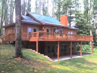 Center Hill Lake Cabin - wifi, quiet and 3 minutes from lake!!