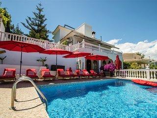 Unbeatable location. Charming 5-bed villa in Puerto Banus. Marbella