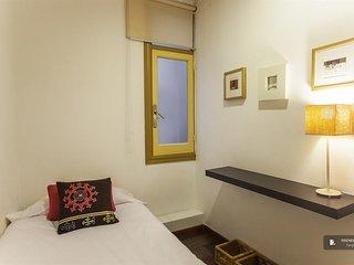 Sparkling 5 bedroom Apartment in Barcelona