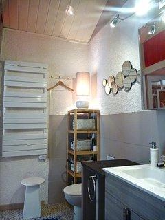 salle d'eau et toilette chambre rousseau