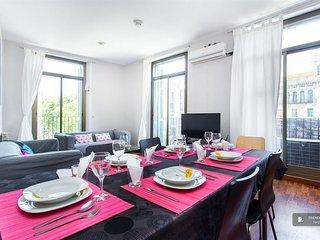 Sparkling 4 bedroom Apartment in Barcelona
