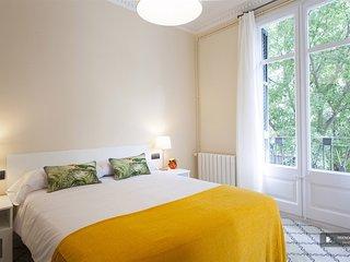 Exquisit 5 bedroom Apartment in Barcelona (F8350)